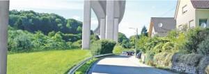 Die Planer des Landes wollten mit dieser Simulation einer Brücke am Nieferner Enzberg zeigen, wie groß dieses als Variante vorgeschlagene Bauwerk würde . und wie der Schatten fällt.Foto: Regierungspräsidium